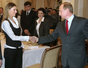 Renuncia gimnasta vinculada románticamente a Putin