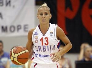 La armadora Milica Dabovic posó semidesnuda al perder una apuesta y ahora es la 'estrella' de Serbia en el Mundial