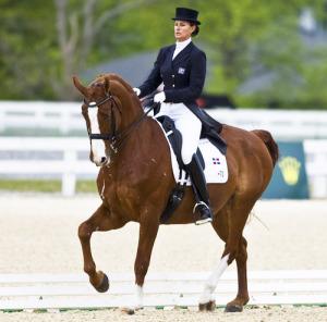 Ivonne Lozos de Muñiz logró plata y bronce en adiestramiento