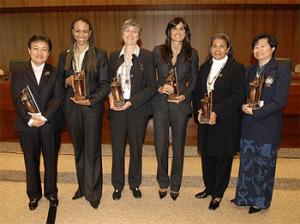 El COI entrega trofeos Mujer y Deporte