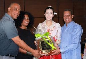 Club Mauricio Báez reconoce coreana de taekwondo