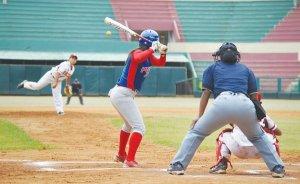 Venezuela derrota a Cuba en Béisbol (f)