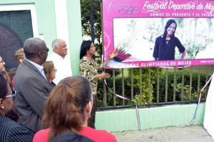 Abren exposición Festival Deportivo de Mujer