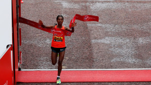 Tigist Tufa sorprende y gana el Maratón de Londres