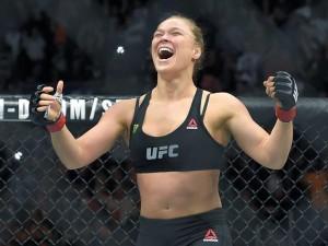 """Ronda Rousey: """"sólo pelearía con Floyd Mayweather en una cita"""""""