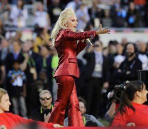 Lady Gaga amenizará el medio tiempo del Super Bowl de 2017