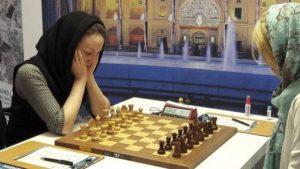 El problema de jugar ajedrez sin velo para las iraníes