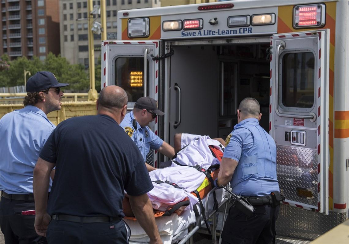 Un árbitro de la MLB rescata a una mujer en el puente Roberto Clemente de Pittsburgh