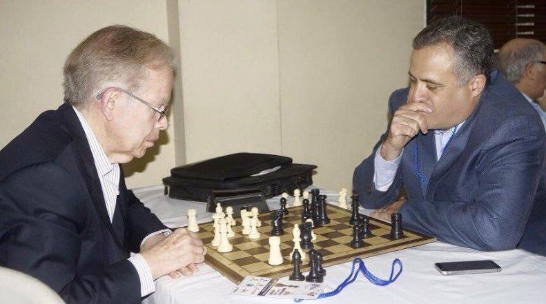 Distribuidora Corripio da respaldo ajedrez femenino