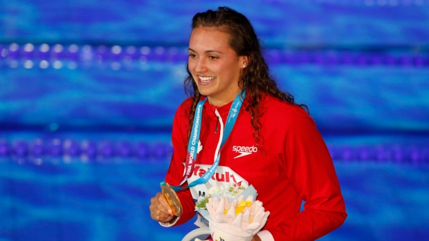 Canadiense Masse rompe récord mundial en 100 m espalda femenino en Campeonato Mundial
