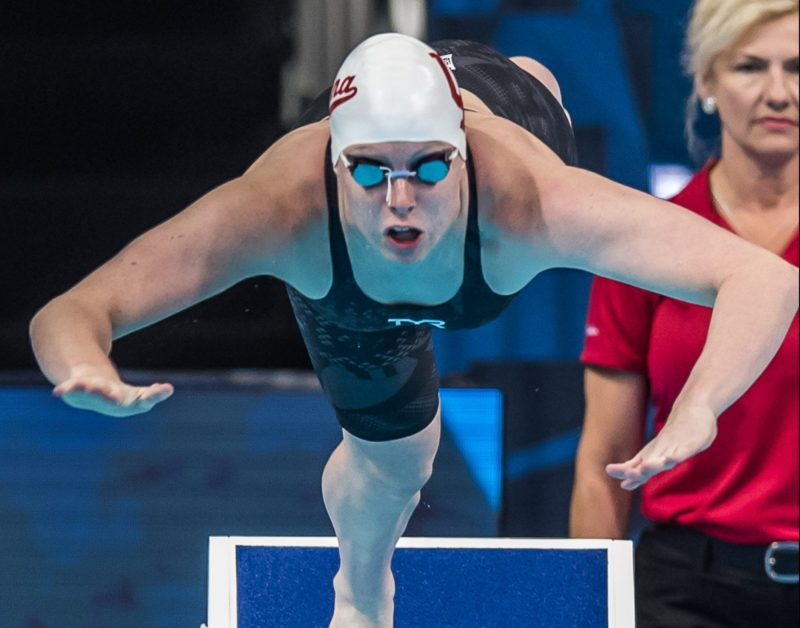 King supera récord mundial de 100 m braza femenino en mundial de natación