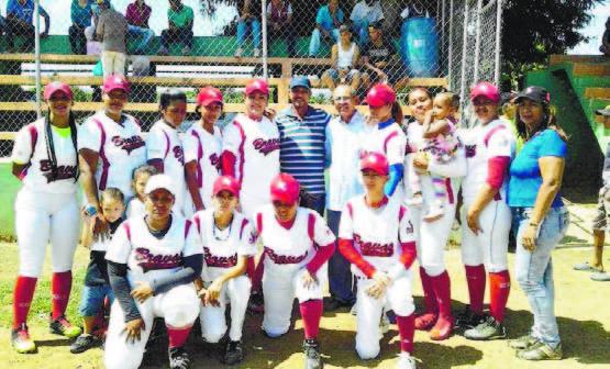 Arroceras SFM y Bravas del Cibao triunfan en béisbol femenino