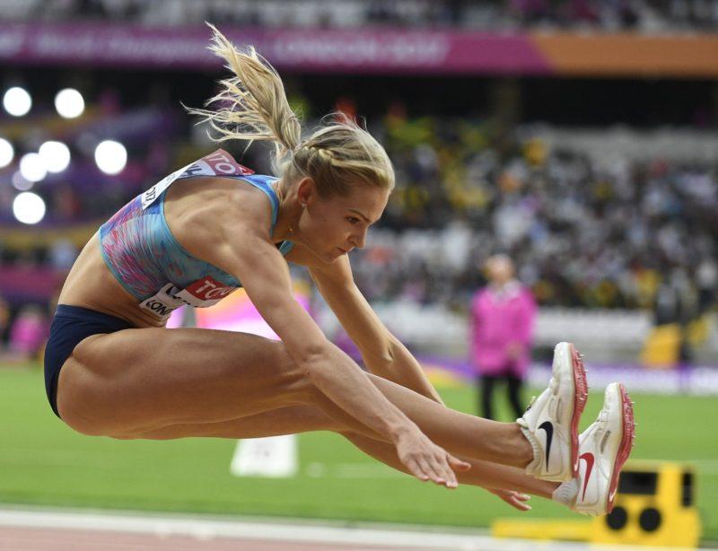 Klishina disfruta primer podio mundialista, sin bandera rusa