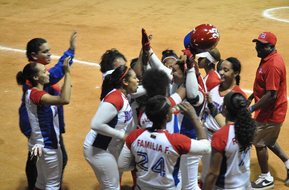 Dominicana noquea a Curazao y clasifica a Barranquilla