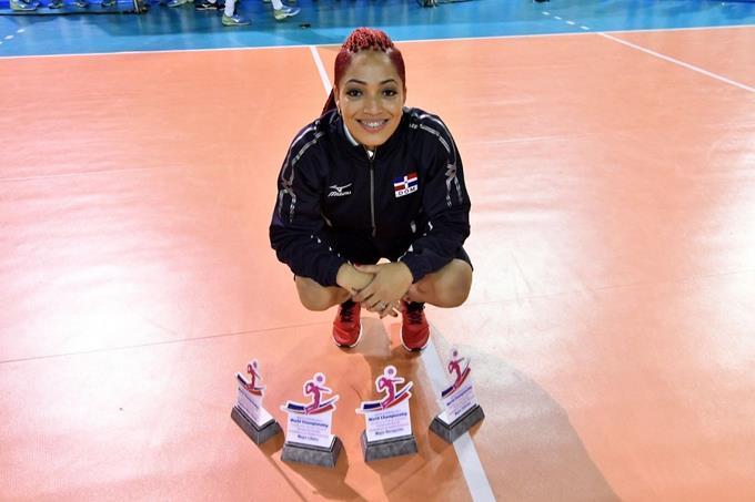 Brenda Castillo, elegida JMV y conquista triple corona defensiva