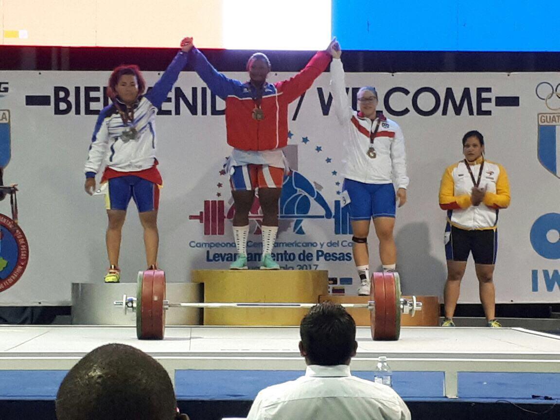Crismery Santana obtuvo tres medallas de oro en Centroamericano pesas