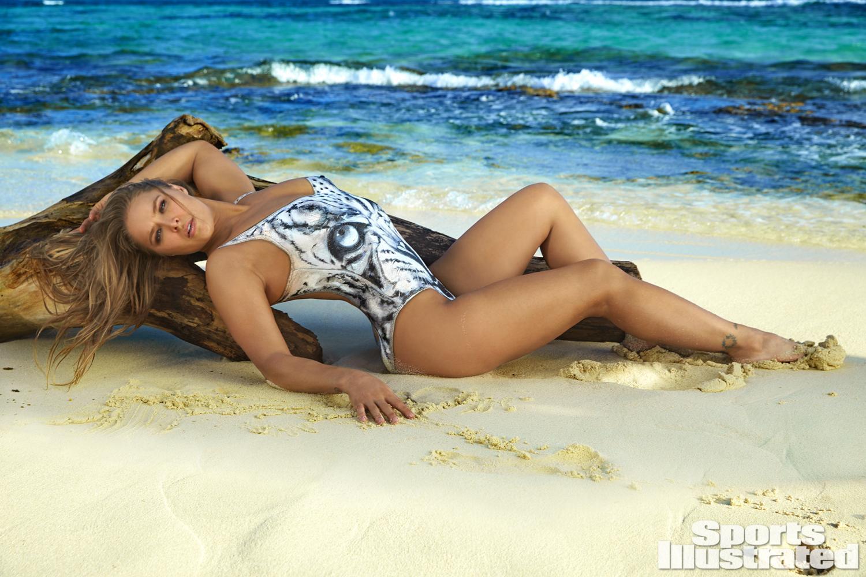 "Ronda Rousey posó para la prestigiosa revista ""Sports Illustrated"""