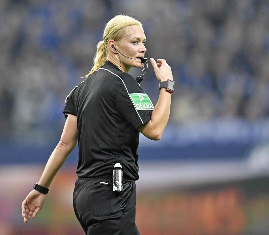 Bibiana Steinhaus, otra pionera que rompe barreras en el fútbol