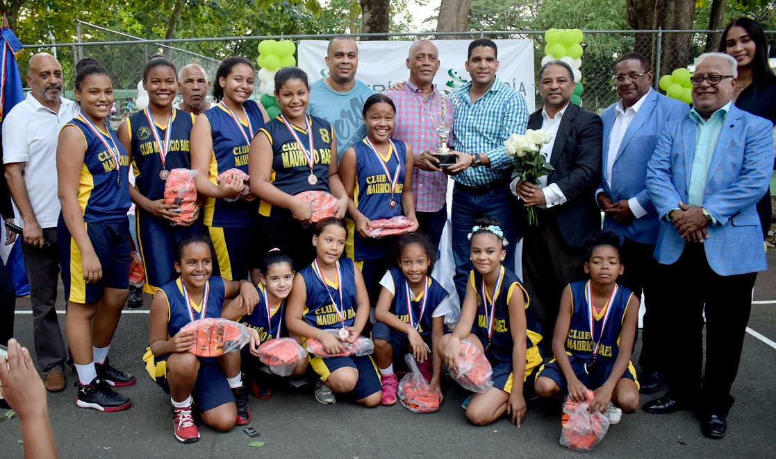 Mauricio Báez logró la corona distrital de baloncesto