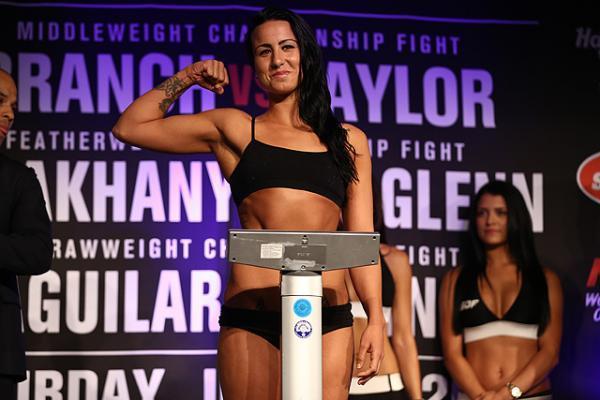 Ashlee Evans-Smith baja a peso mosca y enfrentará a Bec Rawlings en el UFC 223