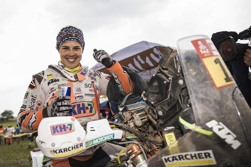Laia Sanz renueva por tres años con KTM