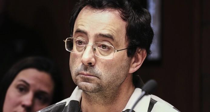 Ex médico que abusó de gimnastas recibe una tercera sentencia