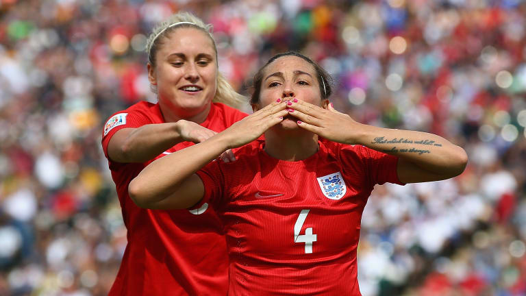 Fara Williams, entre dos mundos