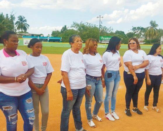Celebran actividad contra la violencia a la mujer