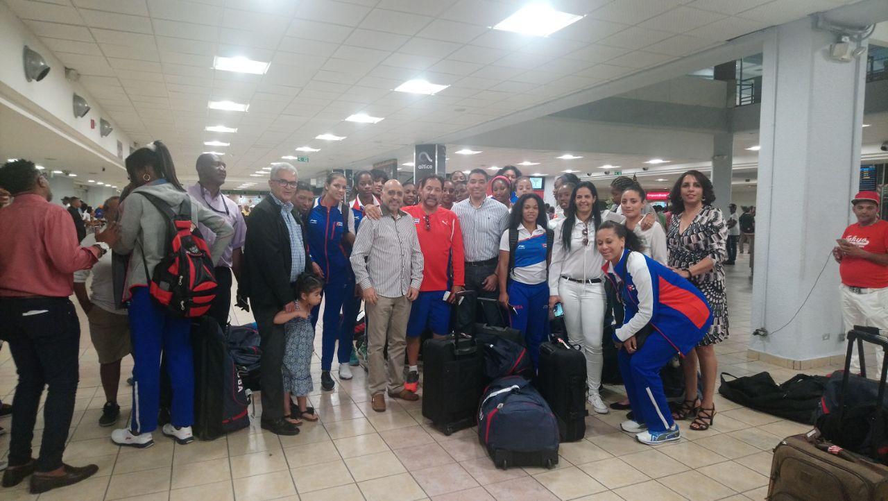 Cubanas que reforzarán la Liga Femenina arriban al país