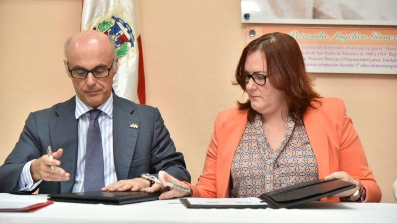 Ministerio de la Mujer firma acuerdo con agencia española para prevención de la violencia de género