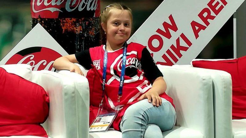 Conozca la niña con síndrome de Down que ayudará al árbitro en inauguración del Mundial