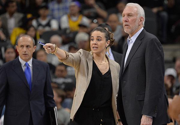 Los Spurs ascienden a entrenadora asistente Becky Hammon