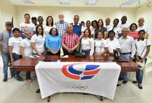 Comisión Mujer y Deportes lleva taller sobre empoderamiento a Salcedo