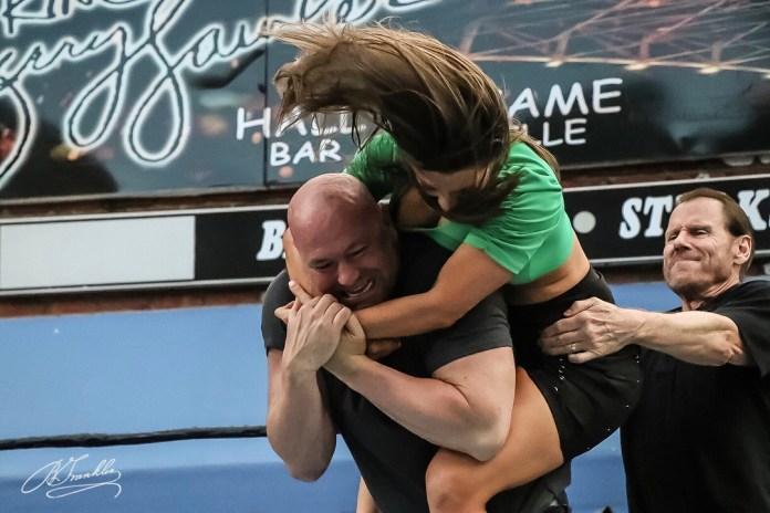 "Dana White se involucra en ""pelea"" de lucha libre"