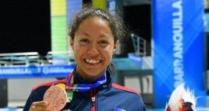 Krystal Lara retorna la natación de RD a podium