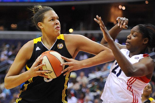 Liz Cambage destroza la marca anotadora de la WNBA