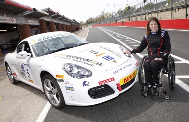 Nathalie McGloin, la bella historia de la piloto que entregó los trofeos en Silverstone