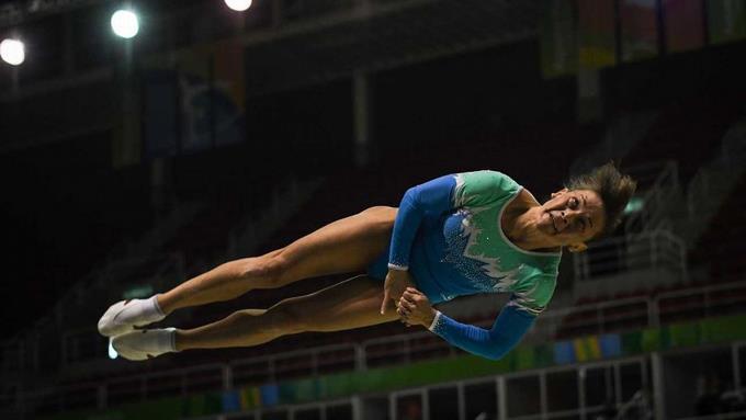 Gimnasta de 43 años gana plata en Juegos Asiáticos y busca clasificar a Olímpicos de Tokio