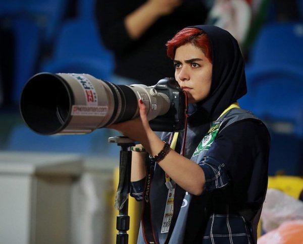 La fotógrafa iraní que desafía las restricciones del fútbol en su país