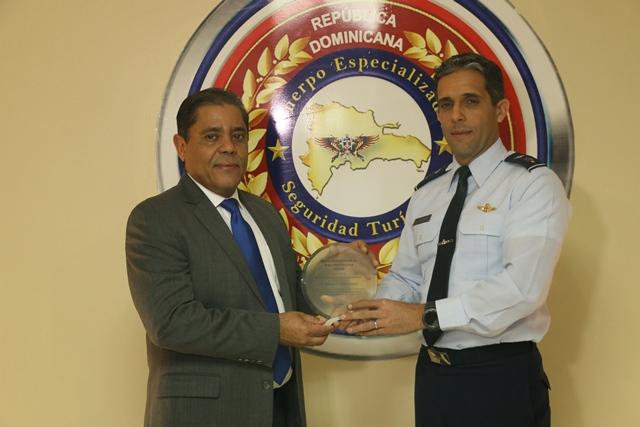 Cestur destaca apoyo y colaboración  Departamento Aeroportuario