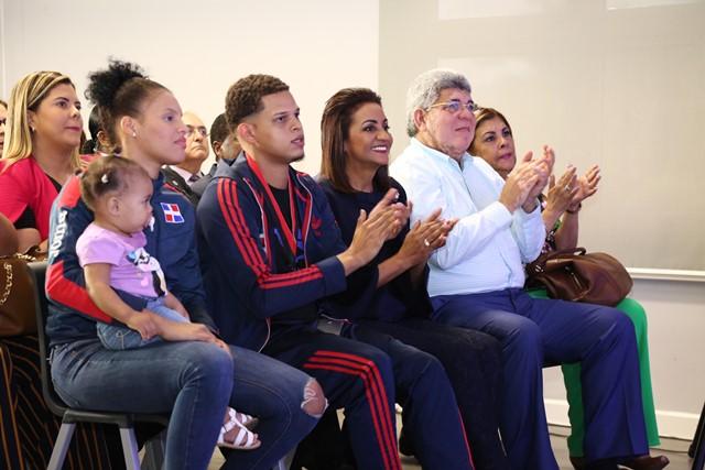 Decenas de jóvenes apoyan a la Primera Dama para Olimpiadas Especiales