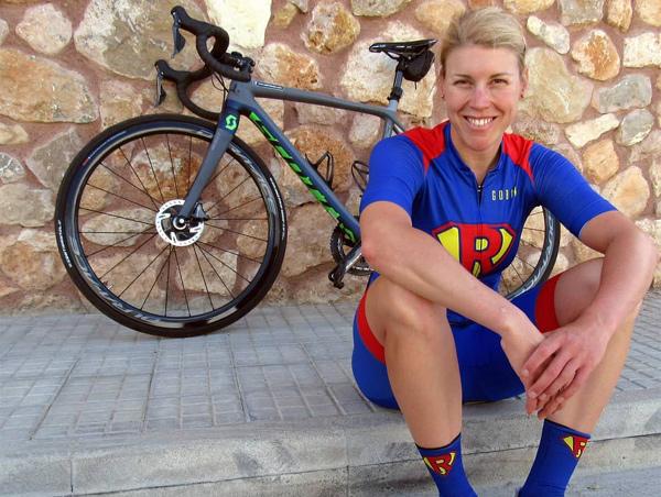 Monika, la primera mujer que recorre La Vuelta a España