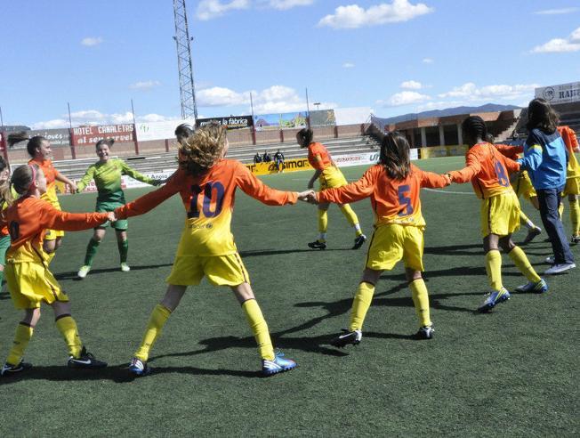 Un equipo de fútbol femenino que juega en una liga masculina