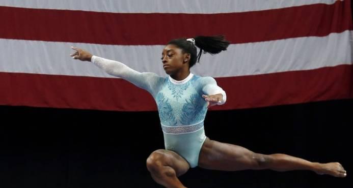 Biles disputará las seis finales del Mundial de gimnasia