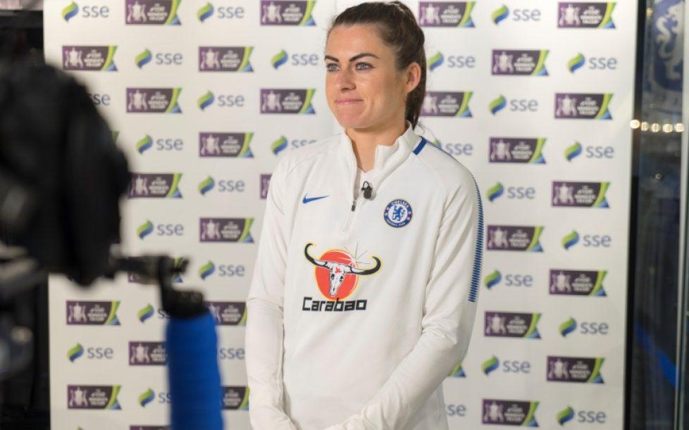 Estrella de selección inglesa femenina es amenazada de muerte en Instagram