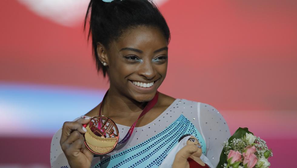 Simone Biles se convirtió en la primera gimnasta en ganar cuatro títulos mundiales de prueba combinada