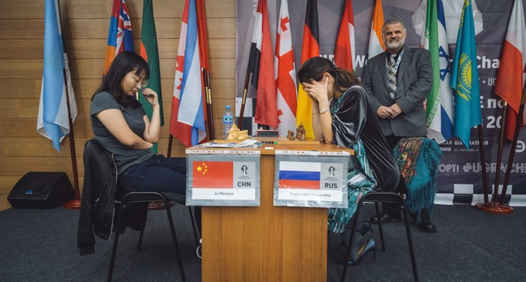 La campeona de ajedrez Ju Wenjun derrota a Lagno