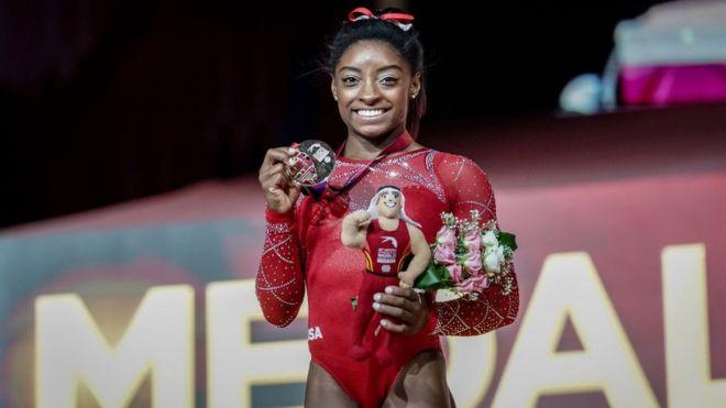 Simones Biles alcanzó tres récords con sus oros en Qatar