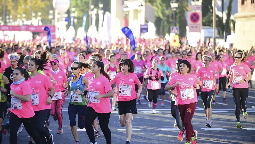 Más de 30,000 mujeres participan en maratón en Barcelona