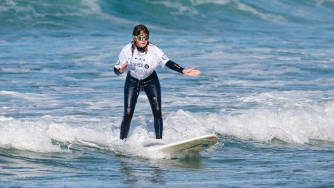 Cuando la ceguera no impide hacer surfing y destacarse
